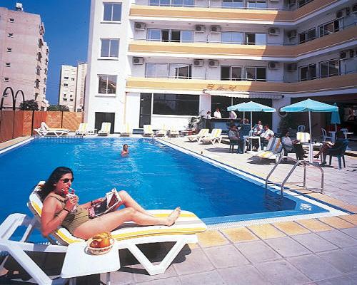 San Remo Hotel Swimming Pool