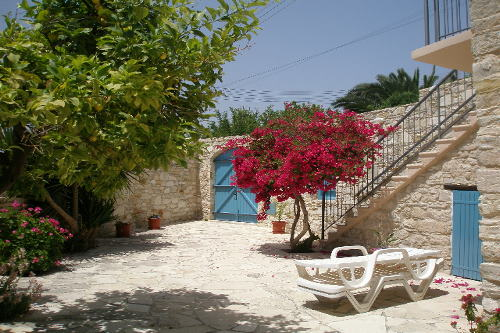Skarinou Traditional Houses Yard