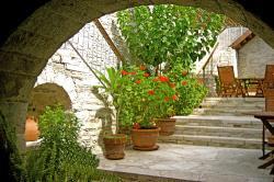 Skarinou Traditional Houses Anesi Court Yard