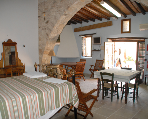 Skarinou Traditional Houses Living and Dinning, Bed