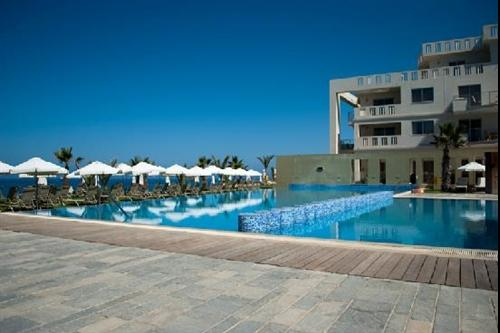 Capital Coast Resort and Spa Hotel Swimming Pool 4