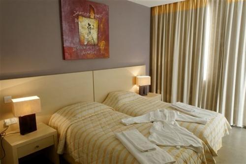 Capital Coast Resort and Spa Hotel Twin Bedroom