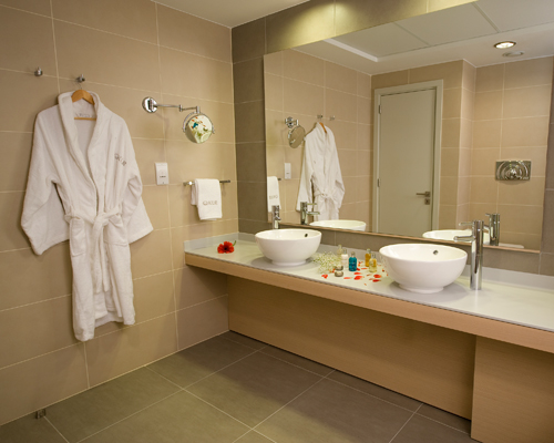 Capital Coast Resort and Spa Room Bathroom