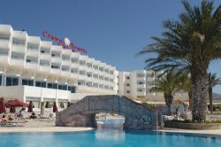 Crown Resort Horizon Building And Pool View