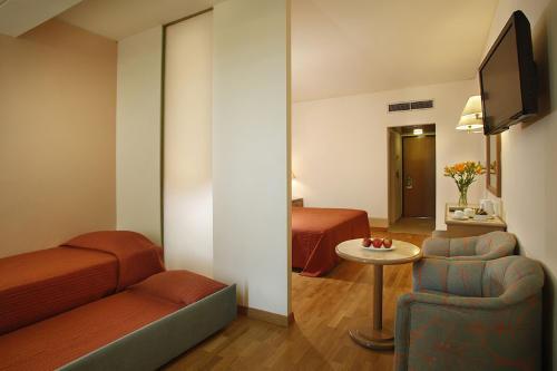 Golden Coast Hotel Family Room