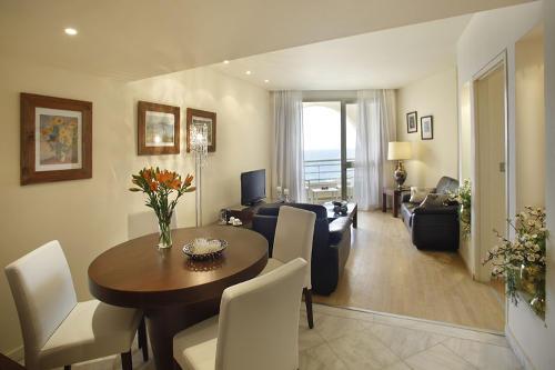 Golden Coast Hotel Grand Suite