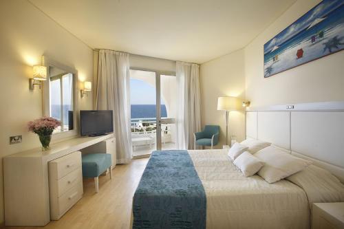 Golden Coast Hotel Bedroom Suite