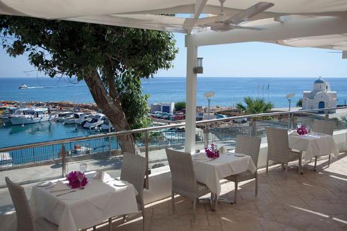 Golden Coast Hotel Mediterranean Tavern
