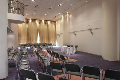 Golden Coast Hotel Conference Center