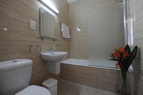 Cosmelenia Apartments Bathroom