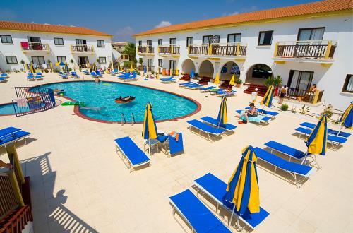 Cosmelenia Apartments Pool 2