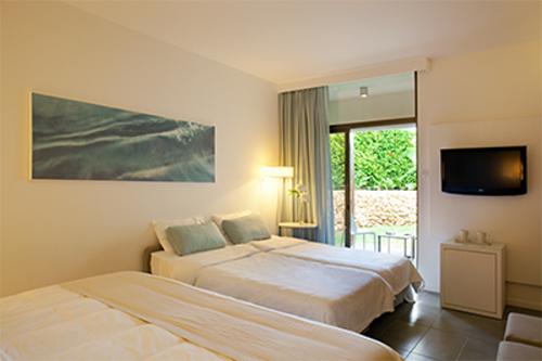 Capo Bay Hotel Quad Room b