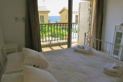Artisan Resort House 14 Double Bedroom With Balcony And Sea View