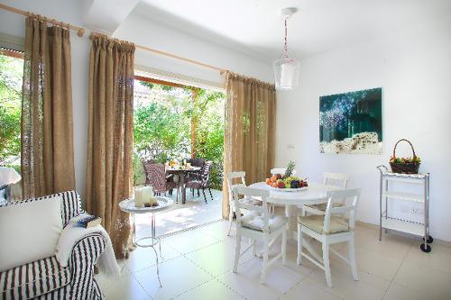 Artisan Resort House 14 Relaxing Indoor Living Area