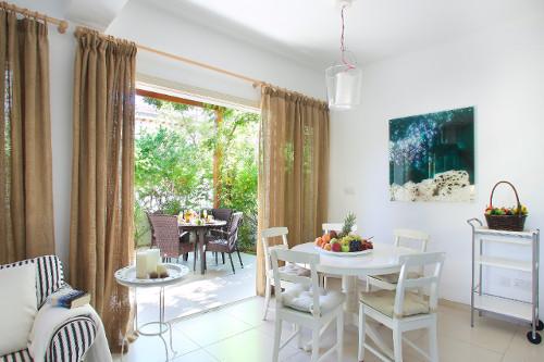 Artisan Resort House 14 Living Area