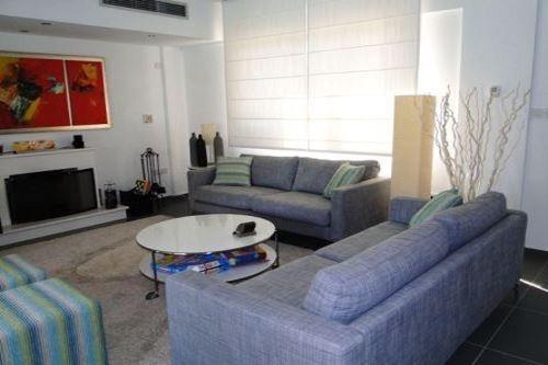 Villa Sea Breeze A Large living room
