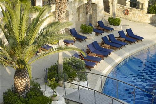 Columbia Beach Resort Pool and Sunbeds