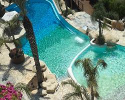 Four Seasons Hotel Adults Pool
