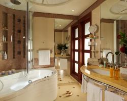 Four Seasons Hotel Superior Room Bathroom With Jacuzzi